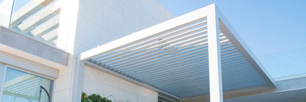 orenga-finestres-pergola-blanca-bioclimatica