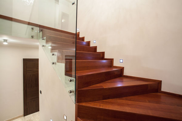 orenga-finestres-varandilla-escalera-cristal-botones